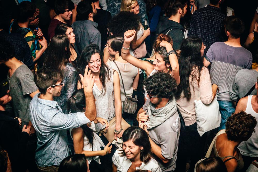 Genius Loci Weimar Clubnacht im Gaswerk / Fassadenprojektionsfestival / Foto: Henry Sowinski
