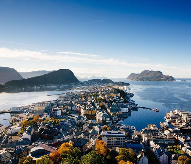 Ålesund has been a dream. It's been full of refreshment, rejuvenation, and being inspired again. Getting to hang and chat with people with similar passions and visions has spurred creativity inside of me and pushed me to think deeper in areas of the arts and missions. There's something real special about this place and these people.