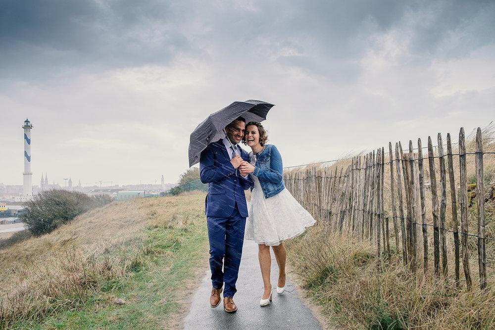 shoot wedding trouw regen rain