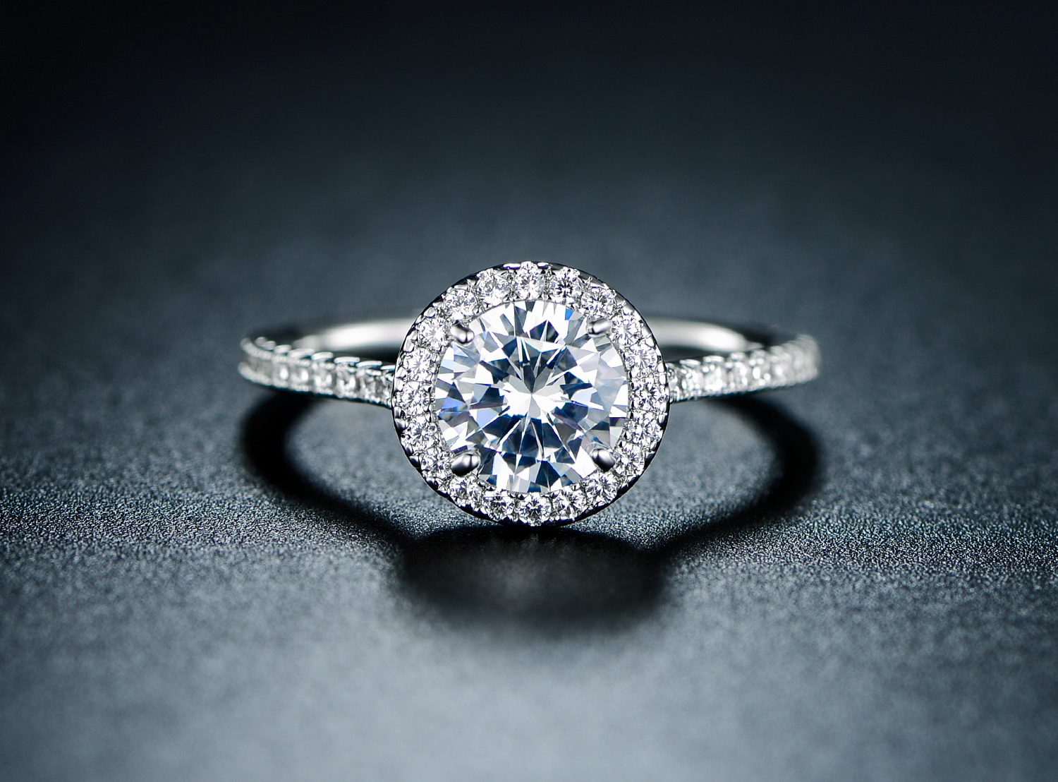 18k White Gold And Cubic Zirconia Halo Cut Engagement Ring Peermont