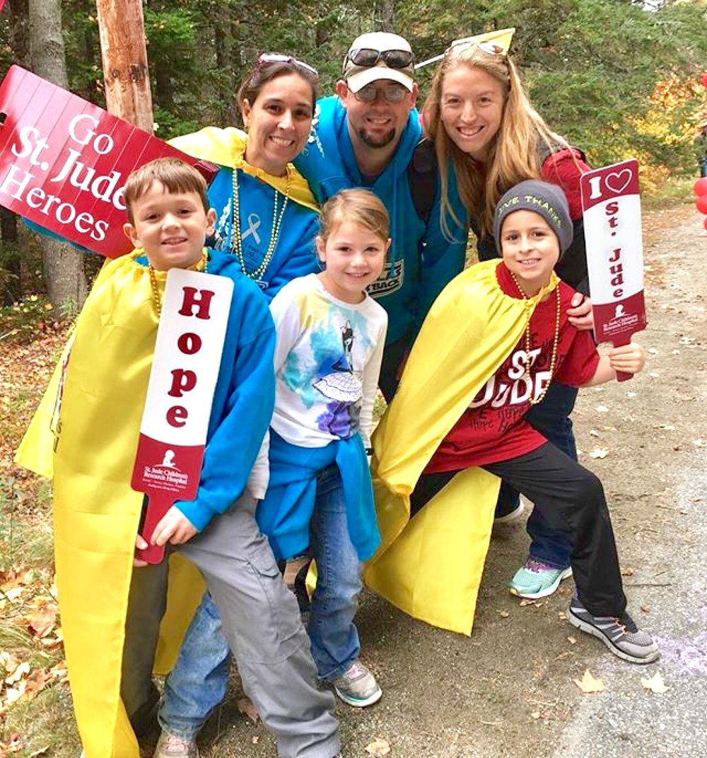founding MDI Hero, Sarah Emerson (far right) with cancer fighter Nick and his family, cheering for runners from the St. Jude cheer zone!