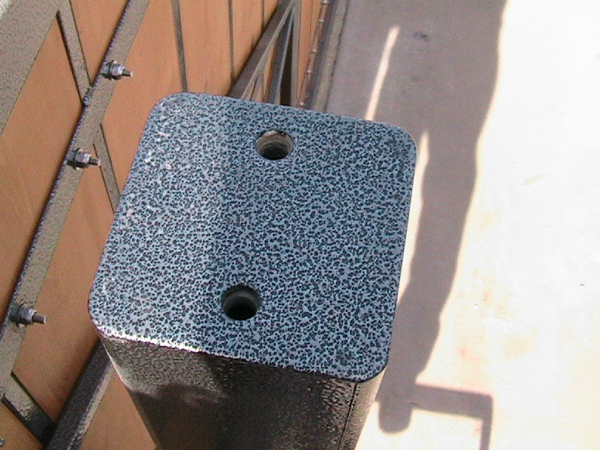 Gate mounting post