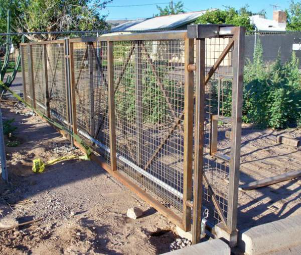 Waldorf custom fence and gate for Desert Marigold School