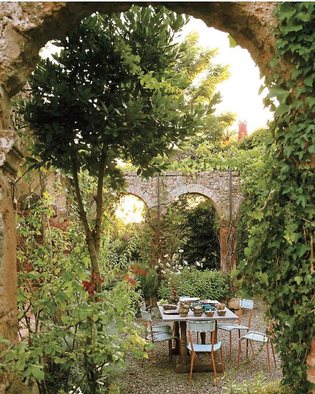 Talk about dreamy!  Via @tmagazine . . . . . #greenliving #countryside #tuscany #casa #italytrip