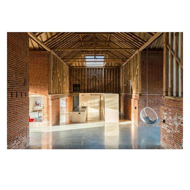 Very cool barn conversion where a lot less becomes a lot more. Via @themodernhouse . . . . . #modernfarmhouse #modernliving #moderndesign #minimaldesign #concrete #architecture #modernist #barnconversion #exposedbrick #loft #loftstyle #loftliving