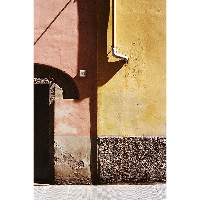 Pink wall yellow wall in Italy of course 🚗 photo by @thekateowen