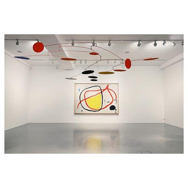 Fabulous Miró and Calder.. anyone want to redecorate? . . . . . #interiordesigner #art #calder #miro  #artgallery #artislife