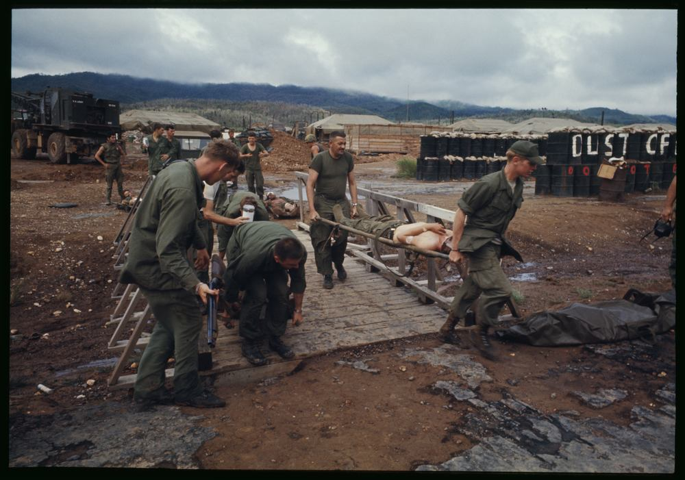 Carrying the wounded during the siege of dak To, 1969. Photo credit: Larry Burrows