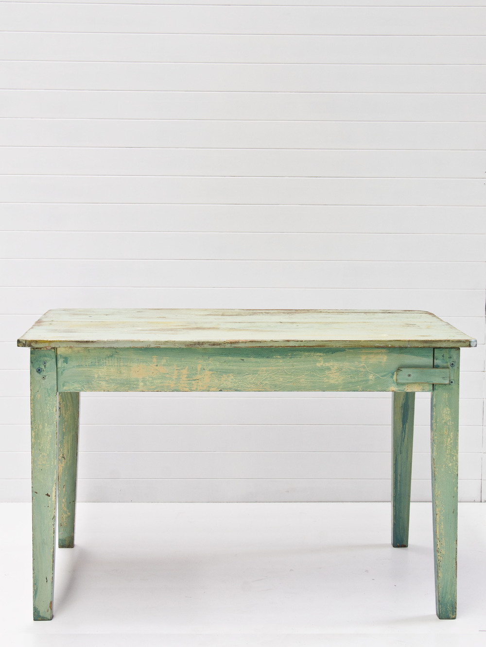 Cordel vintage table.jpg