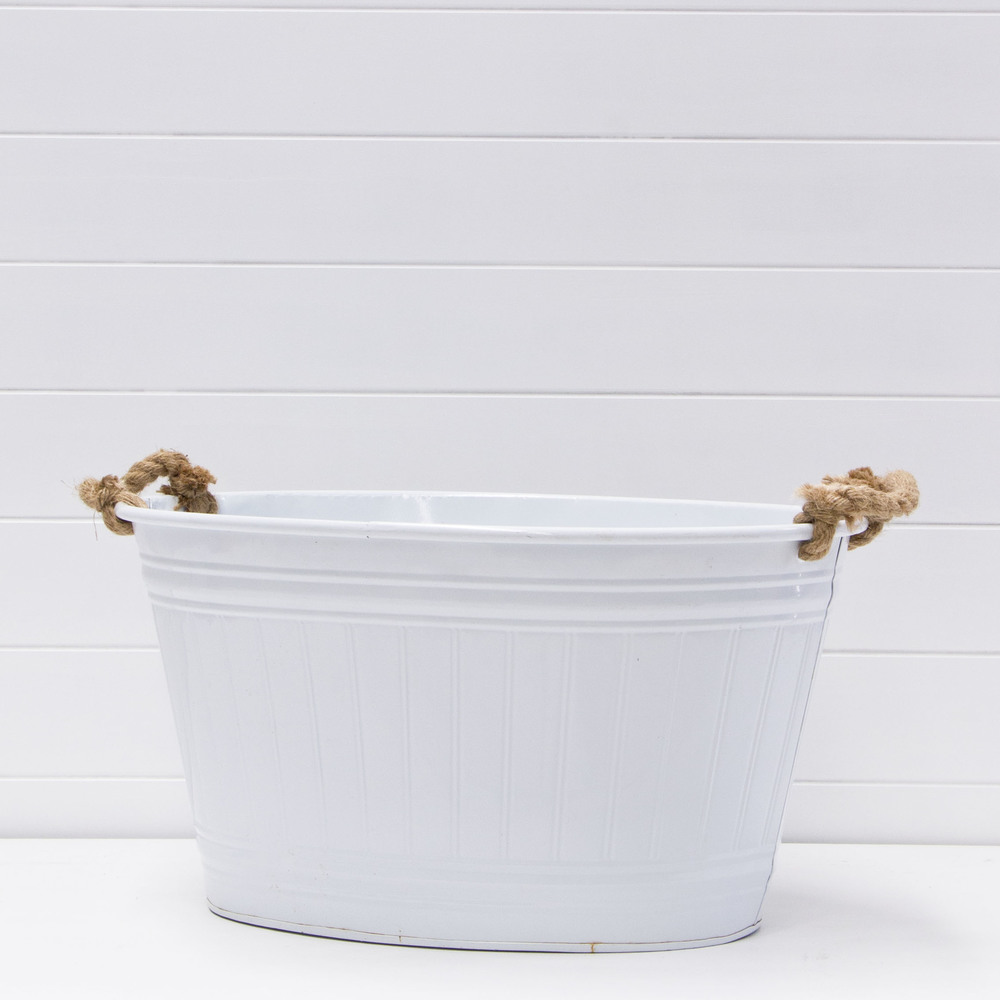 White champagne tub with rope handles.jpg