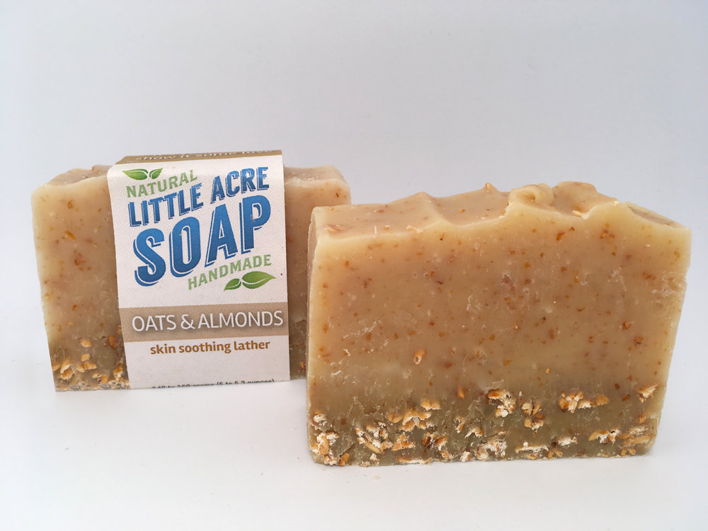 OATS & ALMONDS  Soothe your skin with the added benefits of skin-soothing oats and almonds. Use with a washcloth or by working between your hands and then spreading the lather for extra sensitive skin, or rub the textured bar directly against your skin to exfoliate.