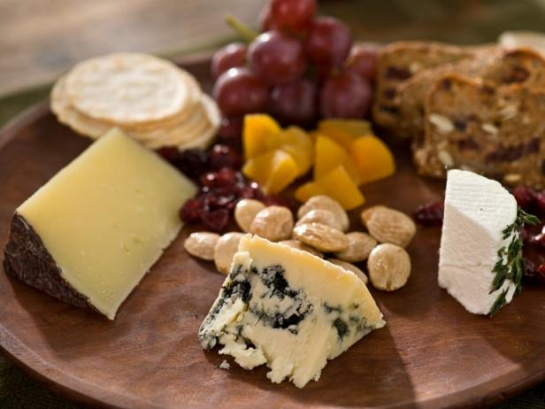 cheese-plate-with-fruit.jpg.rend.sni18col.landscape.jpeg