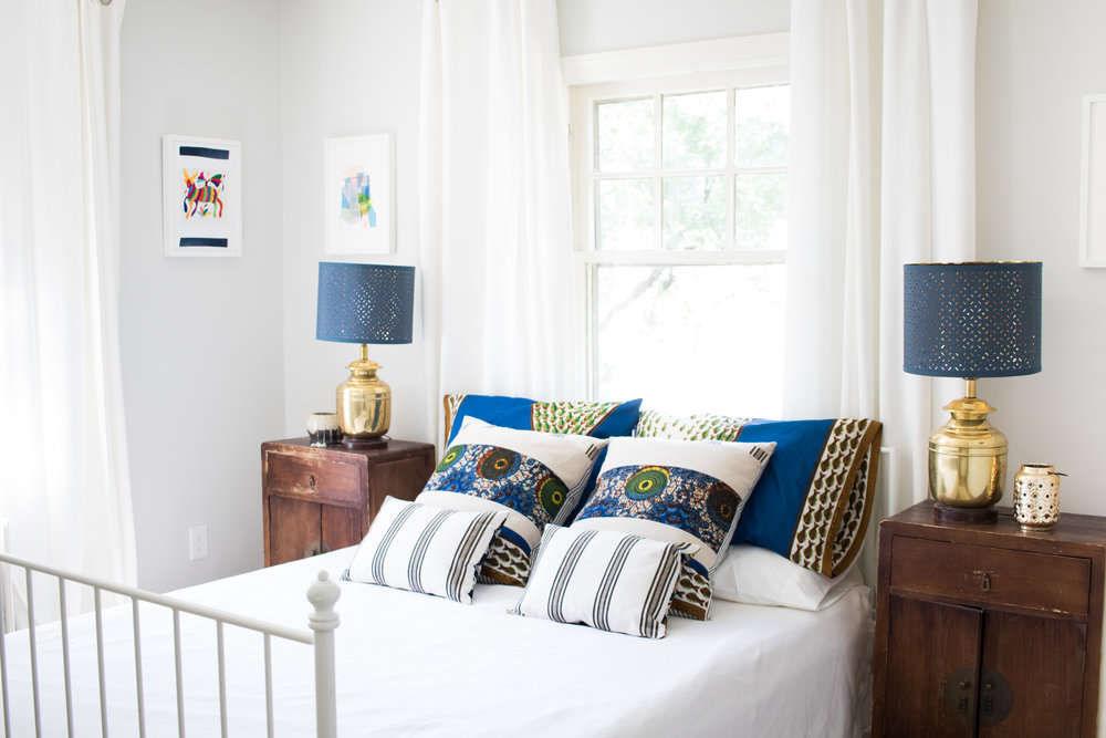 I was originally going to use patterned dark blue curtain, but I changed my mind and went with white. I think it makes it much more peaceful.