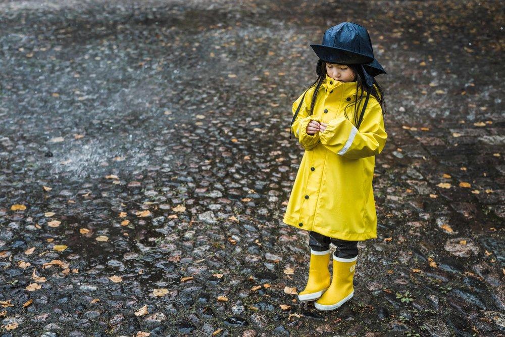 528409_521506_569331_Girl_in_rain.jpg