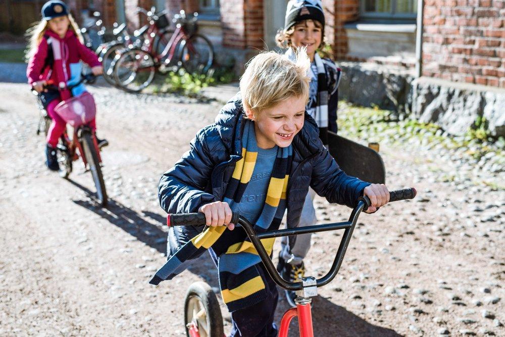 531285_528544_536191_Riding_a_bike.jpg