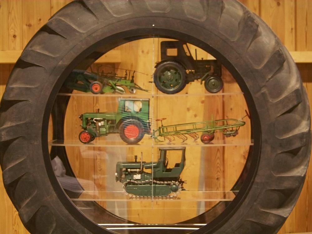 Traktorenhalle Blankenhain (2).jpg