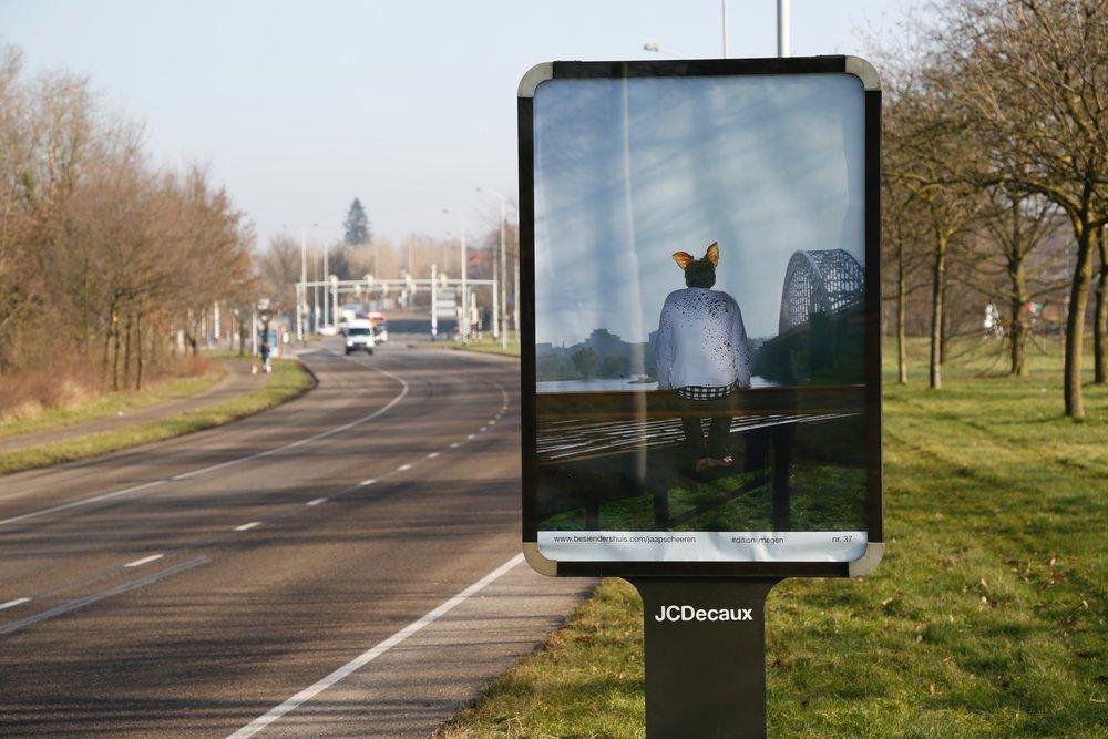 Jaap Scheeren - This spot might mean shit to you but is the world to me   Fotoproject op 91 lichtreclamezuilen in Nijmegen. Jaap Scheeren komt oorspronkelijk uit Nijmegen, en heeft, gevoed door zijn herinneringen én de geschiedenis van Nijmegen, een serie stadsportretten gemaakt.