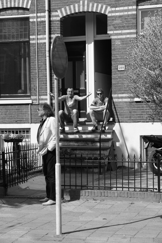 Gemeente Nijmegen + Thomas Verbogt   Verbogt schrijft romans, verhalen en toneelstukken, is columnist bij De Gelderlander en ook regelmatig bij de VPRO-radio te horen. In zijn oeuvre, spelen herinneringen en kleine alledaagse ergernissen een belangrijke rol. Zijn residentie in het Besiendershuis stond in teken van het schrijven van het boek 'Herfst in het Oosten'.