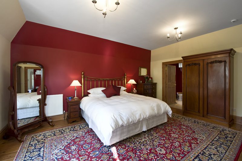 Red bedroom.jpg