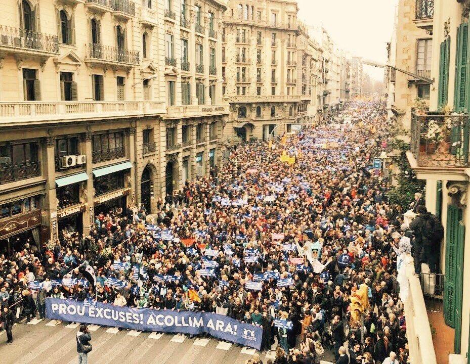 Barcellona, 18 febbraio 2017, oltre 150mila partecipano alla manifestazione per l'accoglienza e contro i respingimenti, Nessuno è illegale