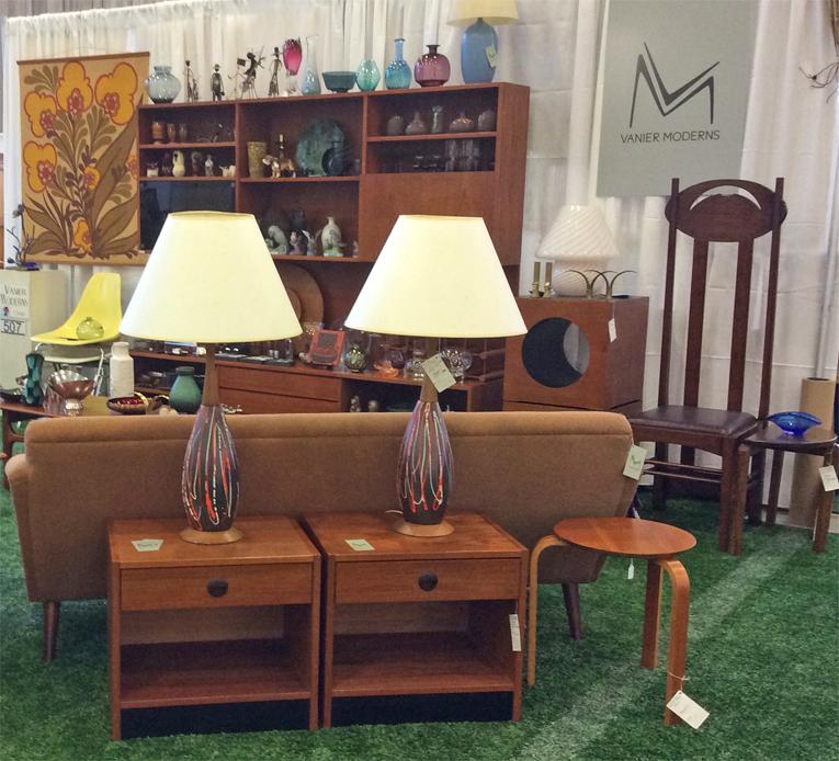 Ottawa_Antique_and_Vintage_Market_vanier.jpg