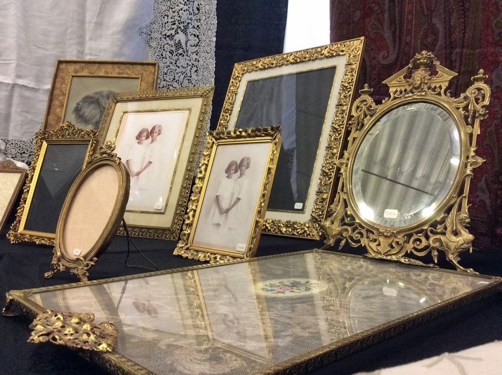 Ottawa_antique_and_vintage_market_frames.jpg