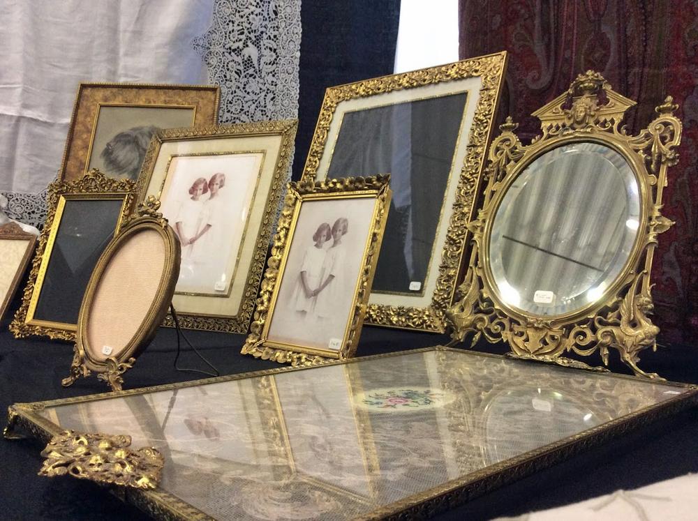 Ottawa_antique_and_vintage_market_frames.jpg