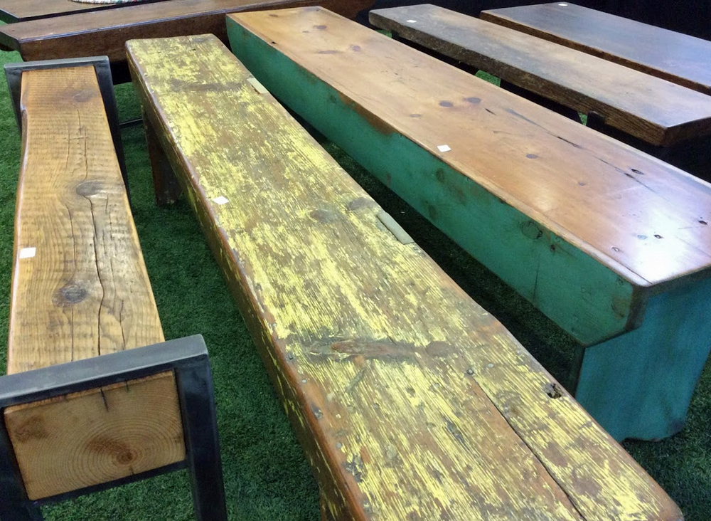 Ottawa_antique_and_vintage_market_benches.jpg