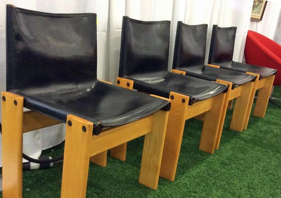 Ottawa_antique_and_vintage_market_black_chairs.jpg