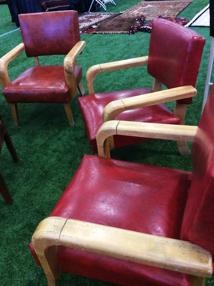Ottawa_antique_and_vintage_market_red_chairs.jpg