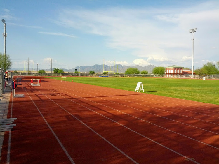 Typical AZ afternoon: track, mountains and sunshine!!
