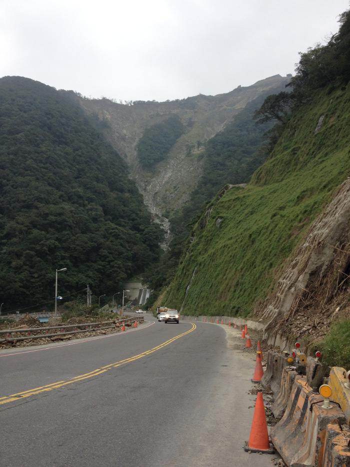 Su-Hua Highway, les glissements de terrain sont fréquents