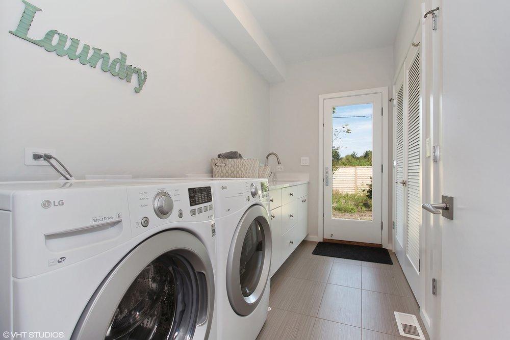 20_780ElysianWay_44_LaundryRoom_HiRes.jpg