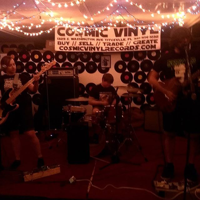 Expert Timing killing it live at #cosmicvinyl #experttiming #diyshows #Florida #Titusville