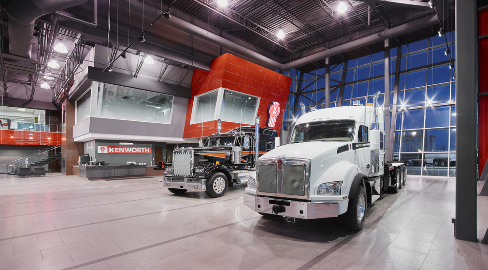 JD1318 Kennedy Kenworth Sales Flr 2647981 Pano Web.jpg