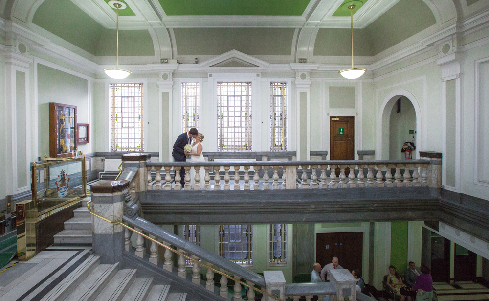 Islington-town-hall-wedding-kiss-1