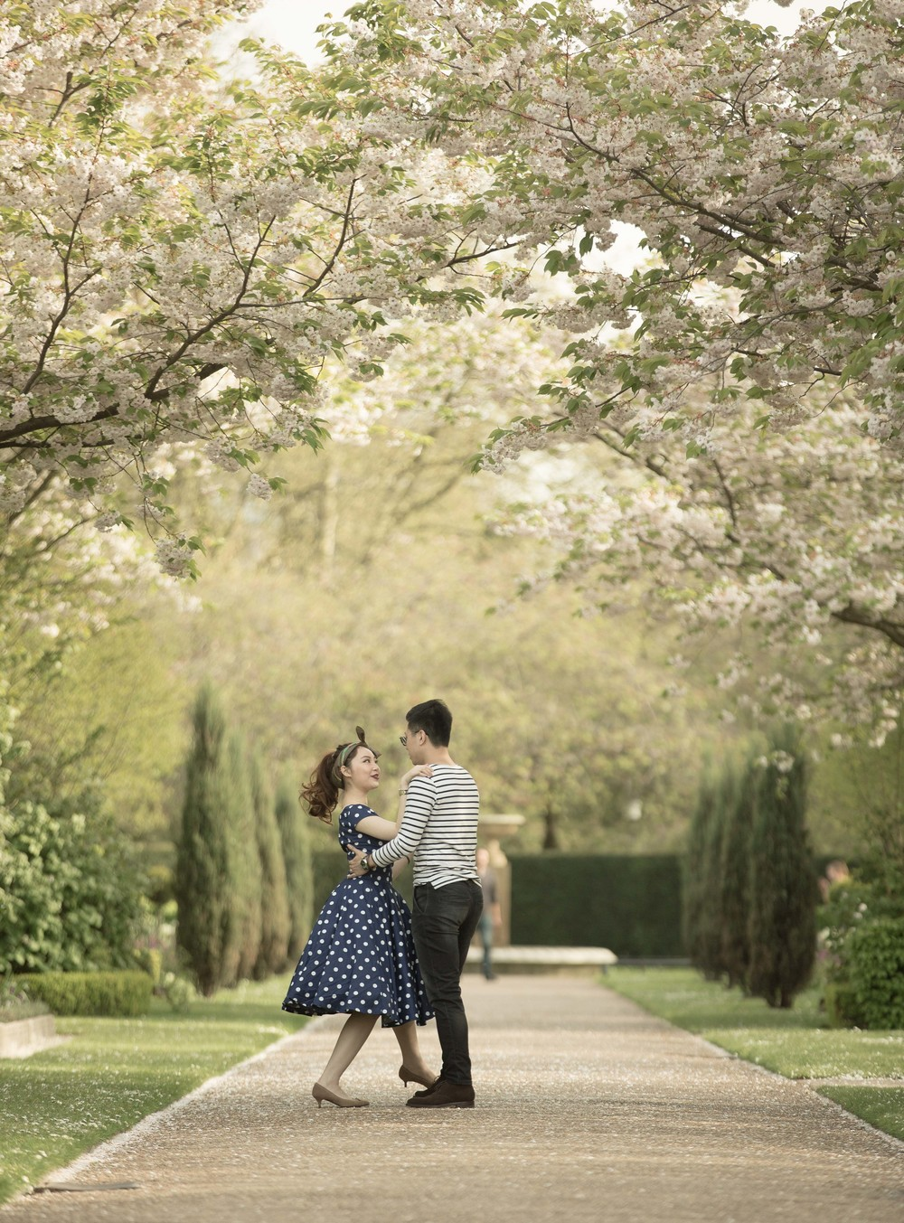 Asian-London-Vintage-Engagement-Wedding-Shoot-Notting-Hill-Regents-Park-21
