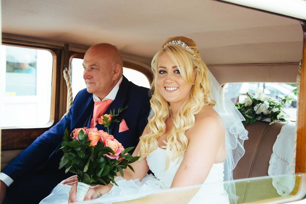 Essex-countryside-wedding-summer-bride-in-car