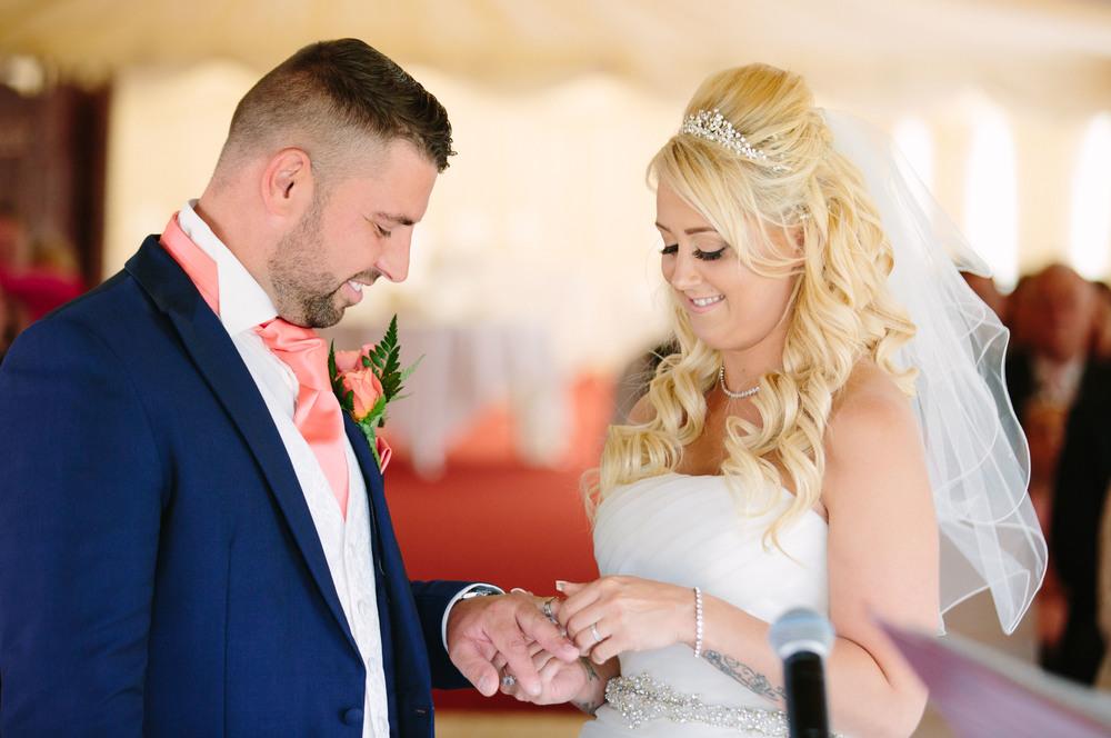 Essex-countryside-wedding-summer-ring-2
