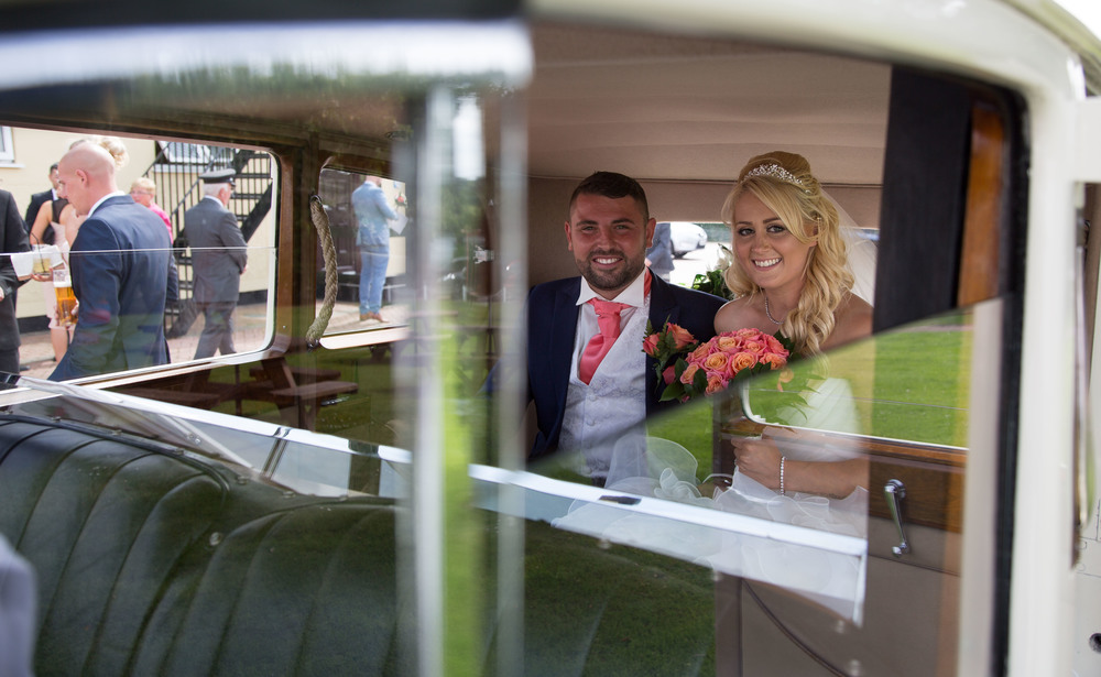 Essex-countryside-wedding-summer-couple-in-car