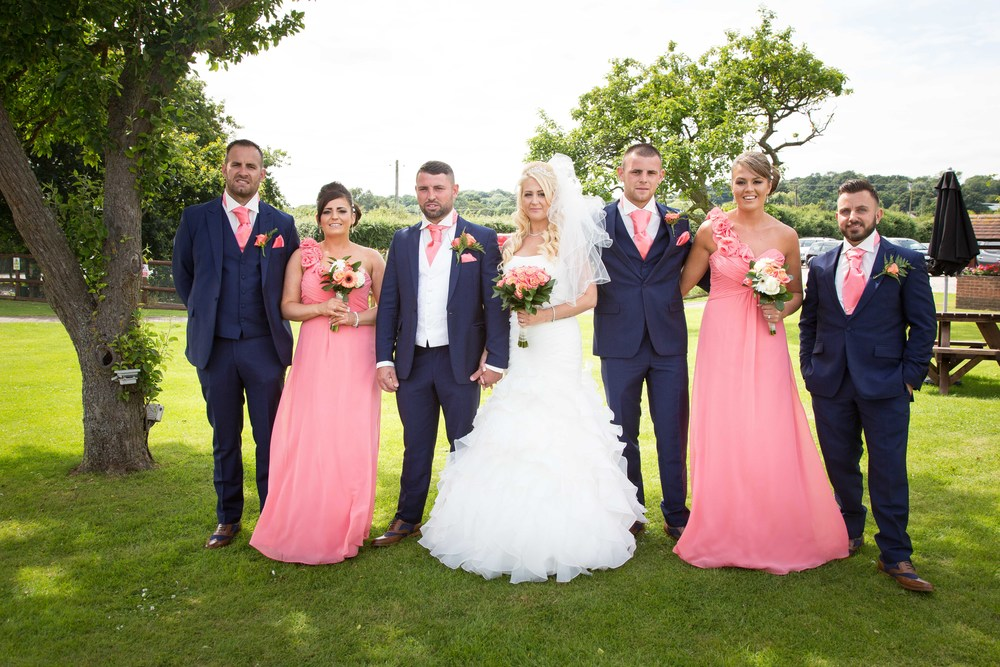 Essex-countryside-wedding-summer-group