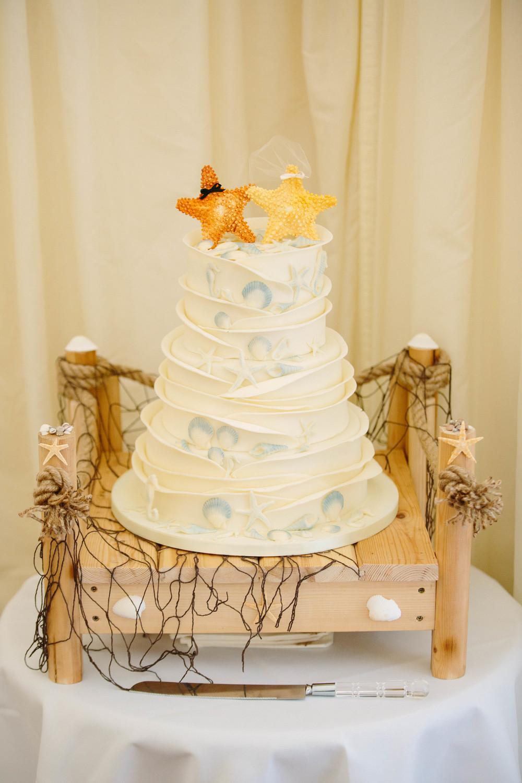 Essex-countryside-wedding-summer-cake