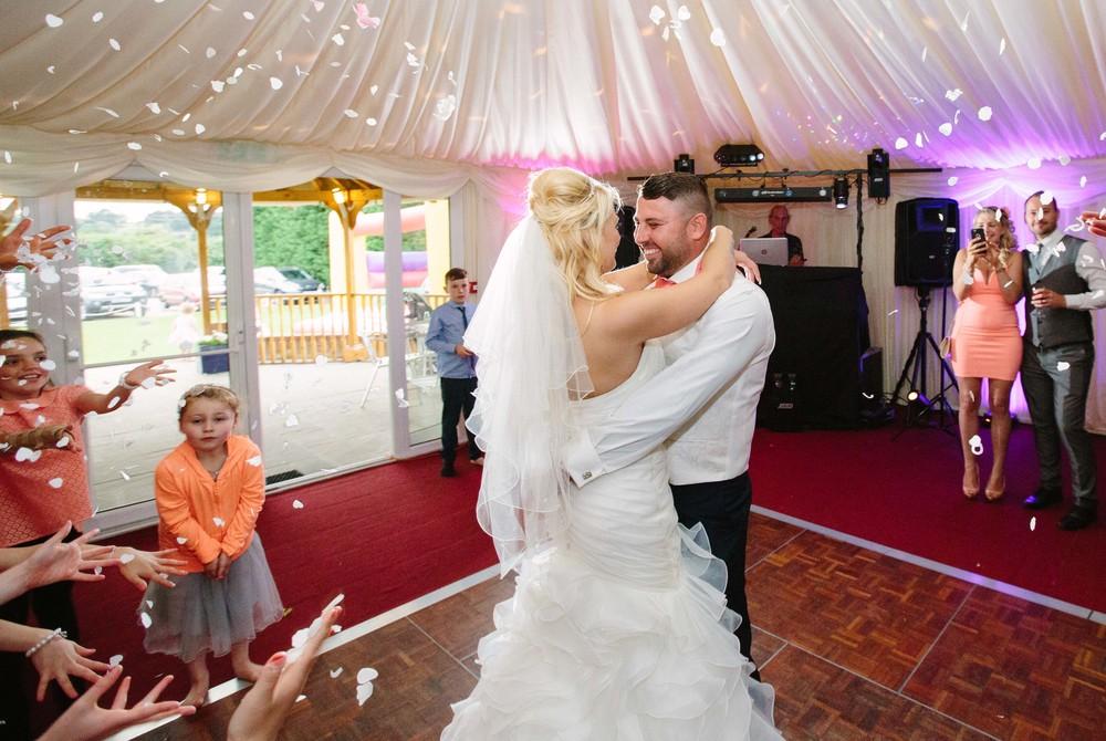 Essex-countryside-wedding-first-dance-confetti