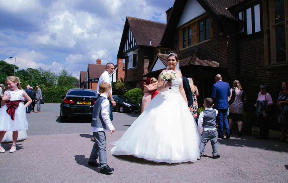 HamptonCourt-Wedding-Weybridge-Surrey-London-OatlandsParkHotel-24