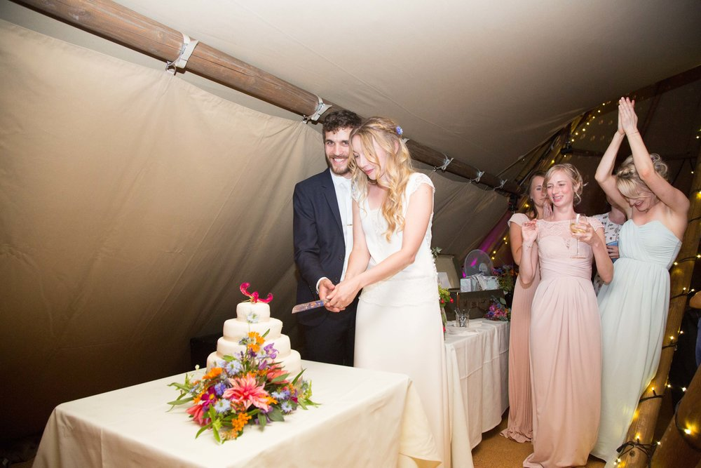 bedfordshire-tipi-rustic-summer-wedding-delirious-79