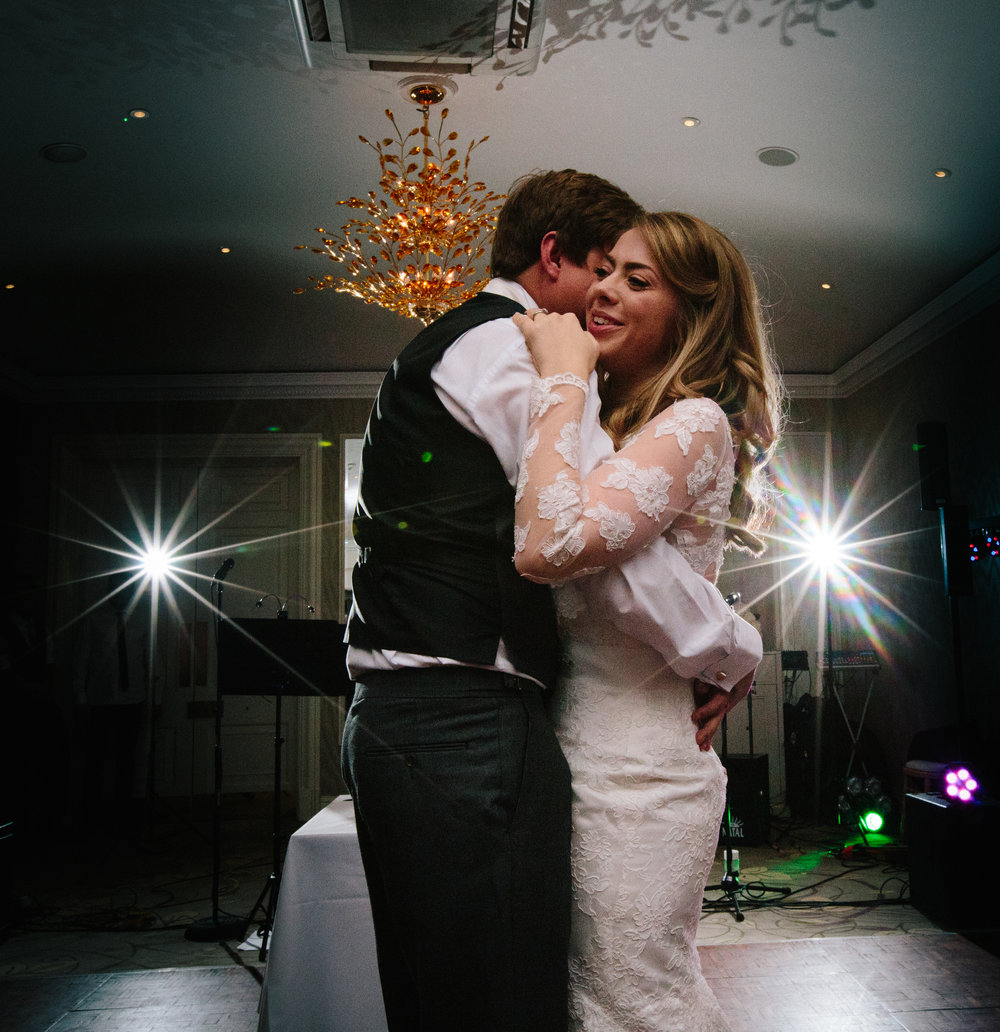 surrey-ascot-royal-berkshire-hotel-autumn-wedding-first-dance-51