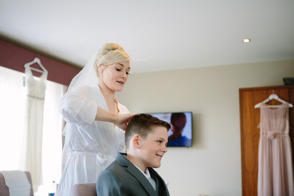 cotswalds-chipping-norton-oxfordshire-london-wedding-photography-bridal-prep-06