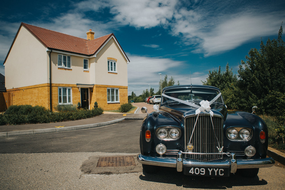 kent-wedding-photography-kingsnorth-bridal-car-03