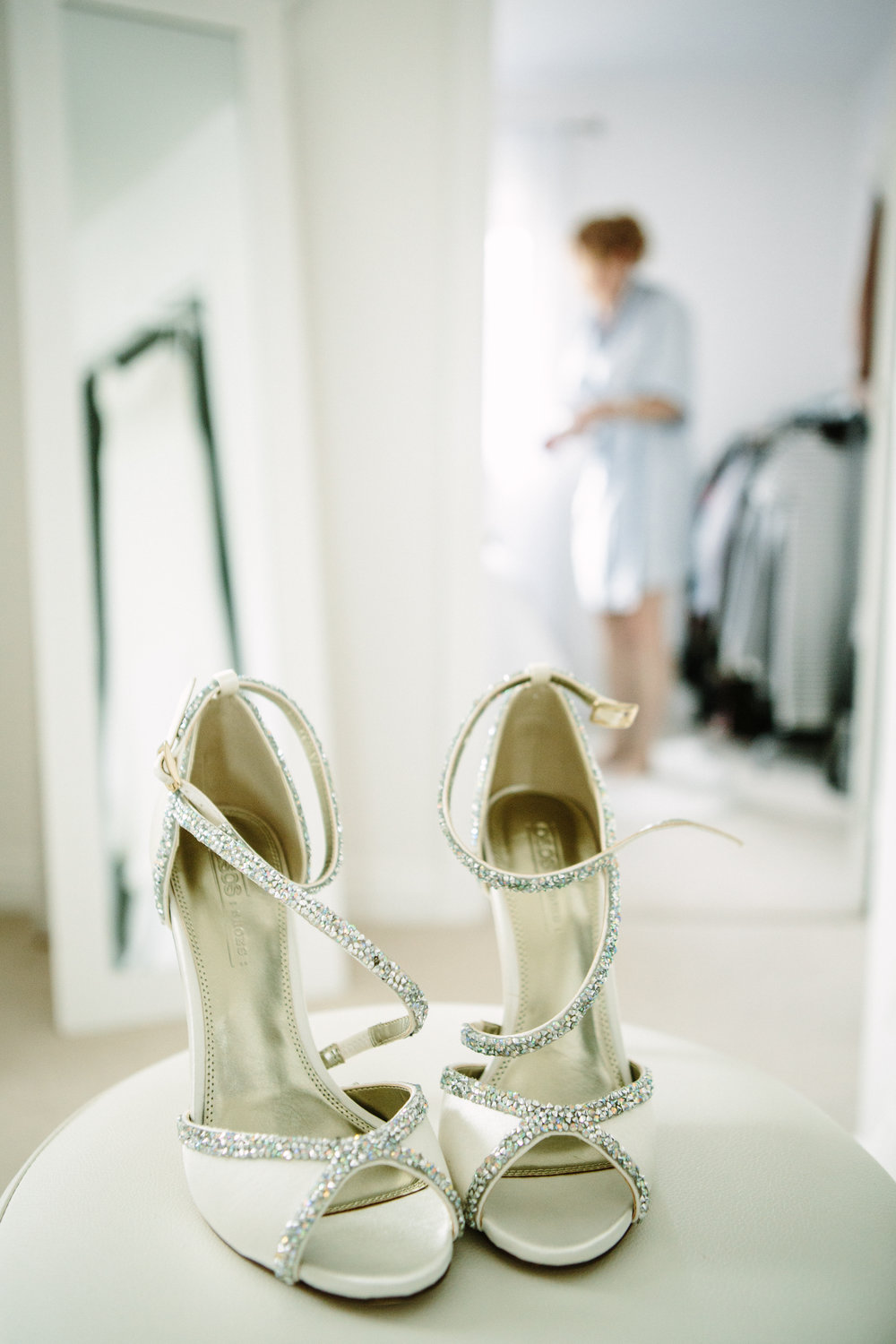 kent-wedding-photography-kingsnorth-brides-shoes-07