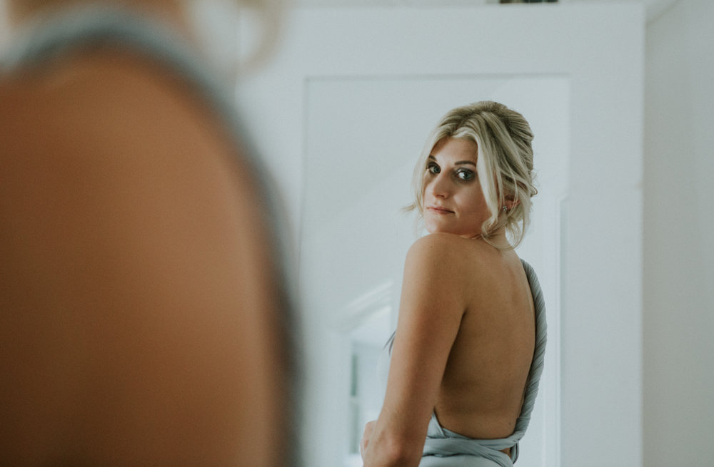 kent-wedding-photography-kingsnorth-bridesmaid-prep-16